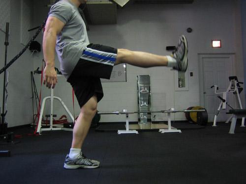 Вытягивание ноги вперед