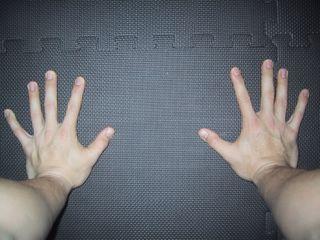 Положение пальцев на земле
