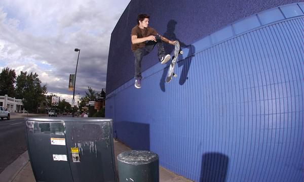 Уильям Спенсер: Паркур на скейте с каратэ