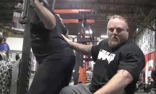 Мэтт Уэнинг научит тебя приседать - спина