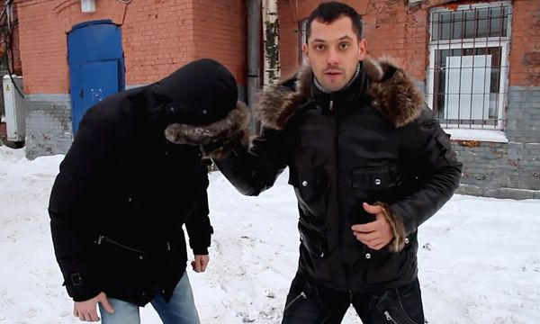 Самооборона зимой: Михаил Алмаз показывает захват за капюшон