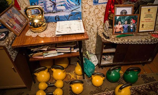Любимые гири Ивана и золотая гиря от президента Международной конфедерации гиревого спорта