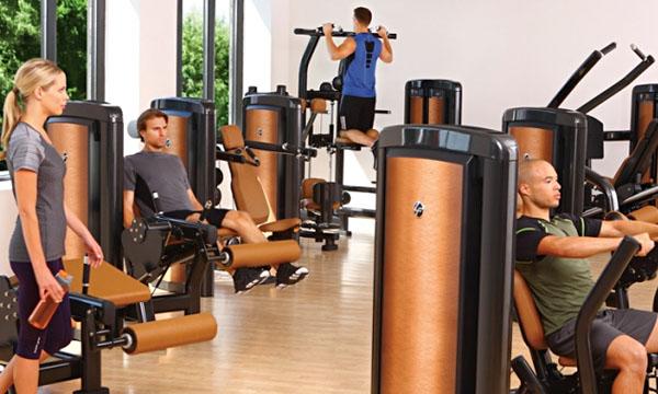 Силовые тренажеры помогают проработать все необходимые группы мышц